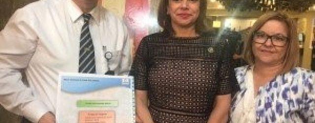 Alexis Caravaca, Contralor de Servicios como representante de la CIMAD; Helena Chacón, Vicepresidenta de la República y Sra. Silvia Monge, representante de la Comisión de Discapacidad